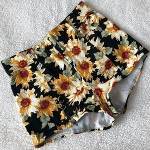 Super cute , yellowish flower shorts.